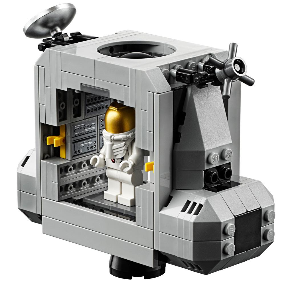 lego-creator-expert-nasa-apollo-11-lunar-lander-10266-mondlandefaehre-2019-kapsel zusammengebaut.com