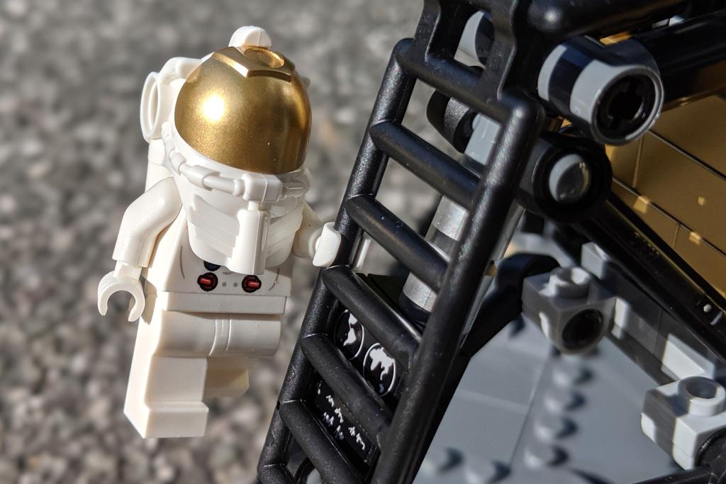 lego-creator-expert-nasa-apollo-11-lunar-lander-10266-mondlandefaehre-2019--leiter-zusammengebaut-andres-lehmann zusammengebaut.com