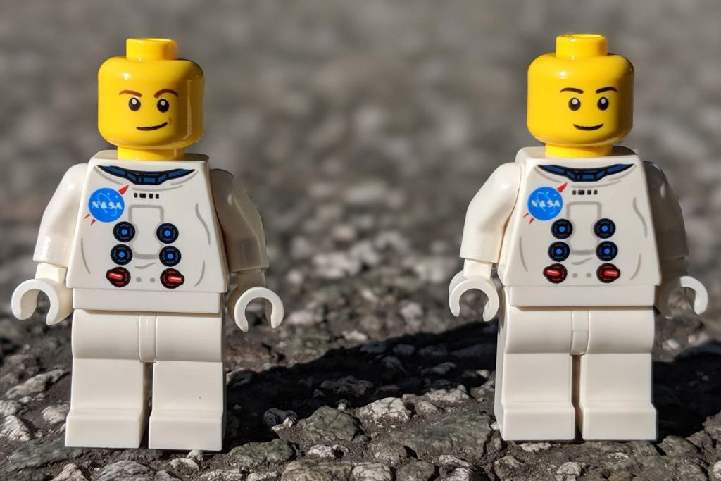 lego-creator-expert-nasa-apollo-11-lunar-lander-10266-mondlandefaehre-2019--minifiguren-front-ohne-helm-zusammengebaut-andres-lehmann zusammengebaut.com