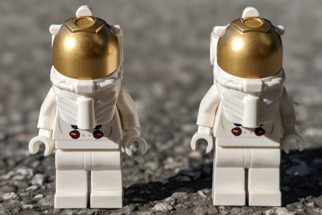 lego-creator-expert-nasa-apollo-11-lunar-lander-10266-mondlandefaehre-2019--minifiguren-front-zusammengebaut-andres-lehmann zusammengebaut.com