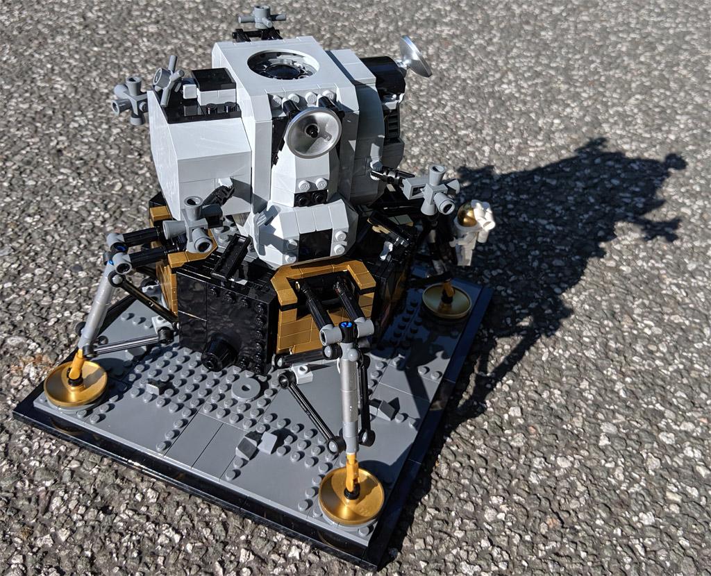 lego-creator-expert-nasa-apollo-11-lunar-lander-10266-mondlandefaehre-2019--rueckseite-zusammengebaut-andres-lehmann zusammengebaut.com