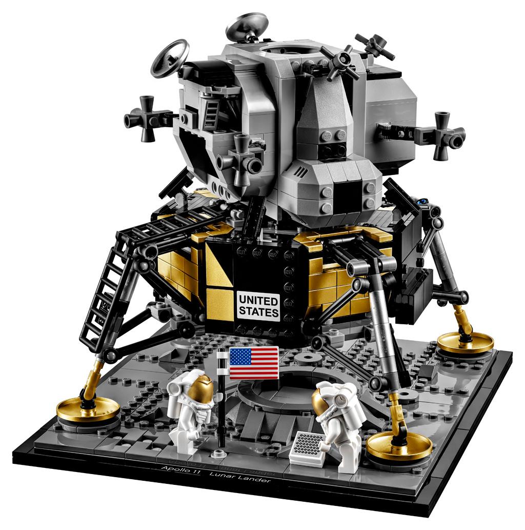 lego-creator-expert-nasa-apollo-11-lunar-lander-10266-mondlandefaehre-2019-seite zusammengebaut.com