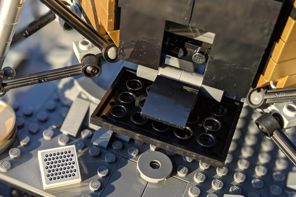 lego-creator-expert-nasa-apollo-11-lunar-lander-10266-mondlandefaehre-2019--stauraum-reflektor-zusammengebaut-andres-lehmann zusammengebaut.com