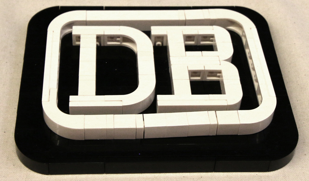 lego-db-logo-moc-floating-bricks-hamburg-2019-zusammengebaut-andres-lehmann zusammengebaut.com