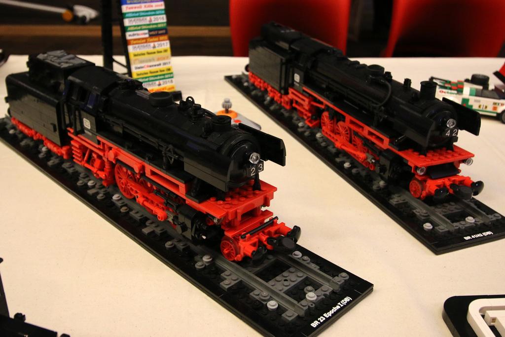 lego-db-lokomotiven-moc-floating-bricks-hamburg-2019-zusammengebaut-andres-lehmann zusammengebaut.com