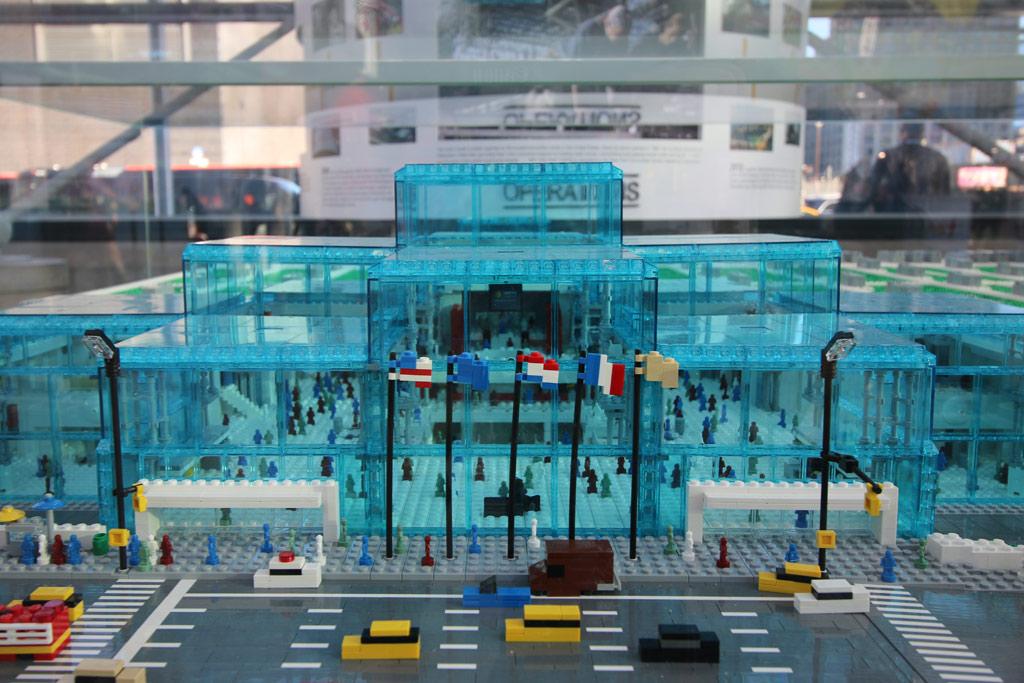 lego-javits-center-eingang-sean-kenney-new-york-toy-fair-nyc-2019-zusammengebaut-andres-lehmann zusammengebaut.com