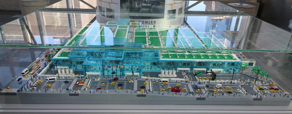 lego-javits-center-eingang-sean-kenney-new-york-toy-fair-nyc-front-2019-zusammengebaut-andres-lehmann zusammengebaut.com