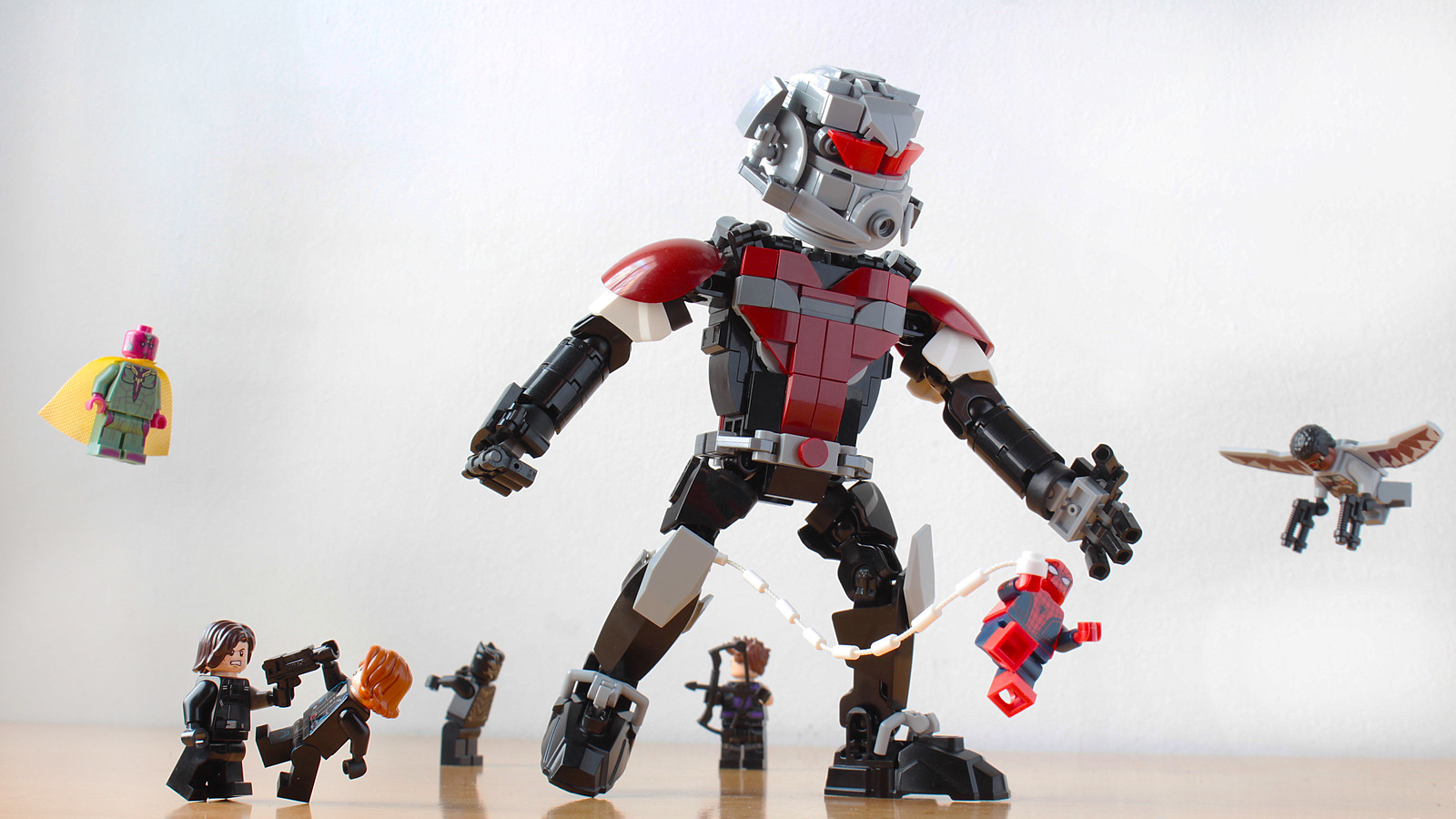 lego-moc-giant-man-hachiroku24 zusammengebaut.com