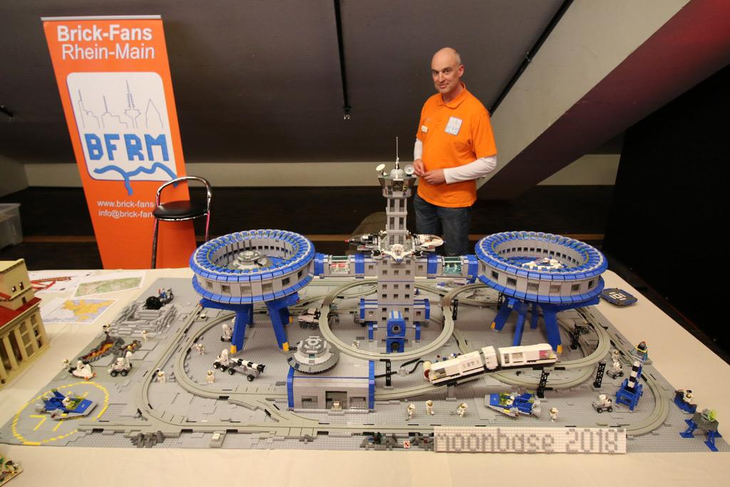 lego-moonbase-moc-floating-bricks-2019-zusammengebaut-andres-lehmann zusammengebaut.com