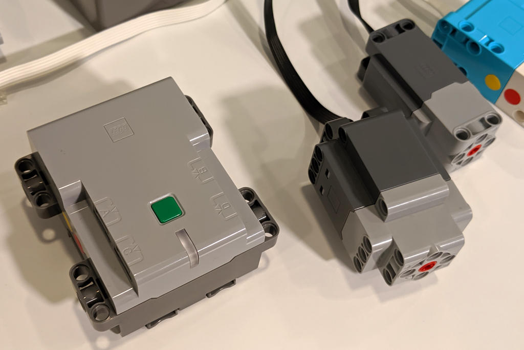 lego-powered-up-control-plus-power-functions-2-0-elemente-2019-zusammengebaut-andres-lehmann zusammengebaut.com