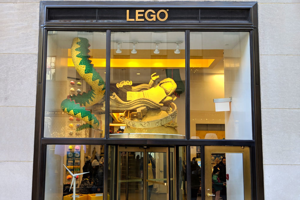 lego-store-rockefeller-center-eingang-2019-zusammengebaut-andres-lehmann zusammengebaut.com