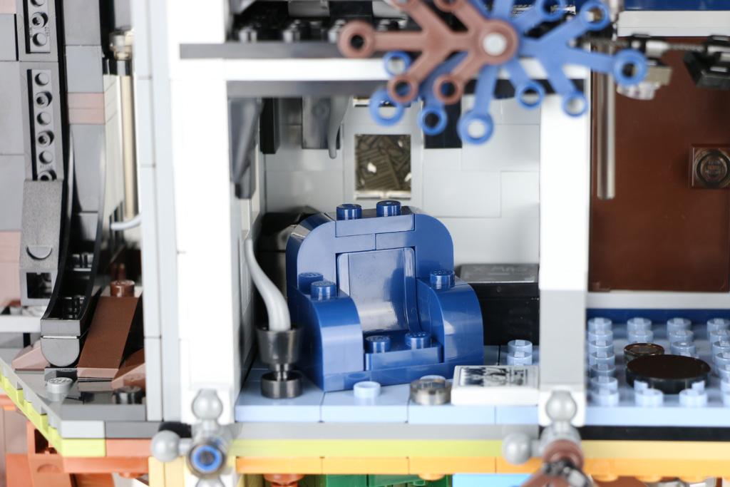 lego-stranger-things-the-upside-down-75810-rueckseite-offen-sessel-2019-zusammengebaut-andres-lehmann zusammengebaut.com