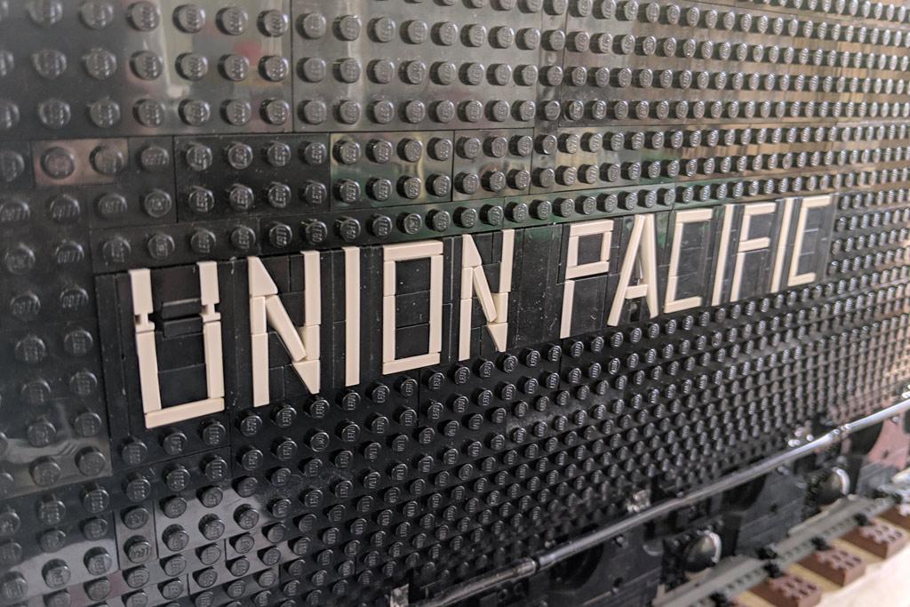 lego-union-pacific-class-4000-big-boy-moc-tender-schriftzug-matthias-jonda-2019-zusammengebaut-andres-lehmann zusammengebaut.com