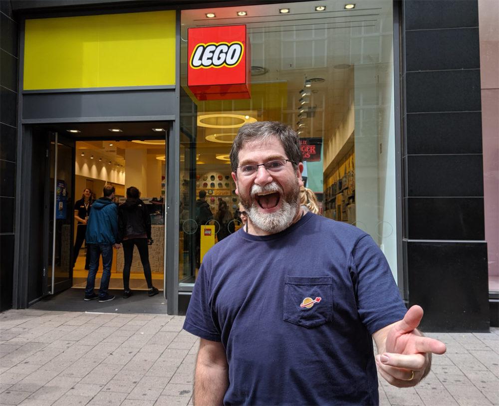 richard-jones-lego-store-hamburg-2019-zusammengebaut-andres-lehmann zusammengebaut.com