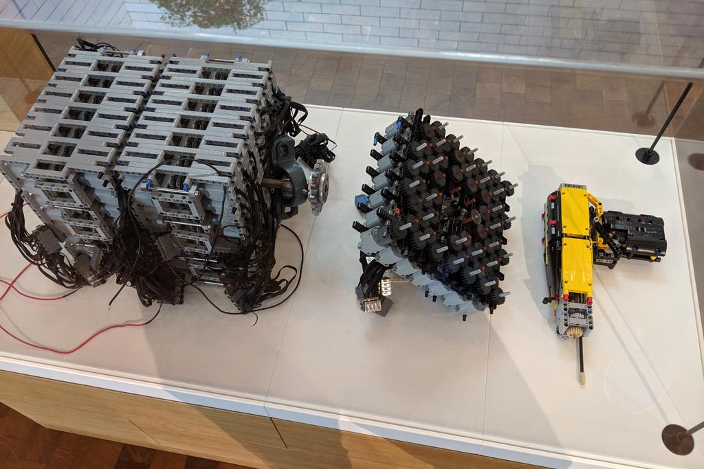 lebensgrosser-xxl-lego-bugatti-chiron-billund-lego-house-power-functions-2019-zusammengebaut-andres-lehmann zusammengebaut.com