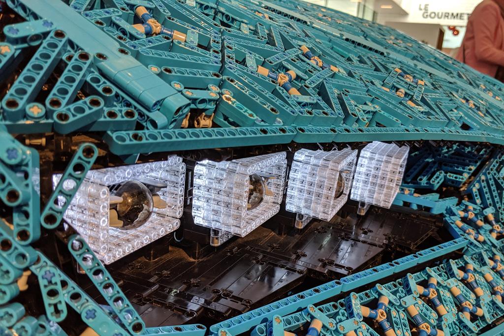 lebensgrosser-xxl-lego-bugatti-chiron-billund-lego-house-scheinwerfer-2019-zusammengebaut-andres-lehmann zusammengebaut.com