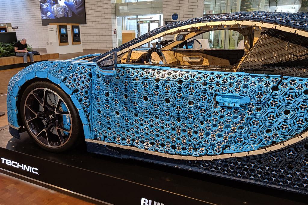 lebensgrosser-xxl-lego-bugatti-chiron-billund-lego-house-seite-2019-zusammengebaut-andres-lehmann zusammengebaut.com