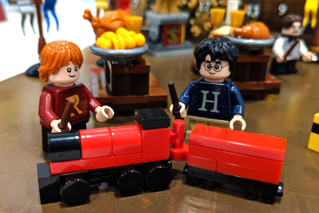 lego-harry-potter-adventskalender-set-75964-hogwarts-express-2019-zusammengebaut-andres-lehmann zusammengebaut.com