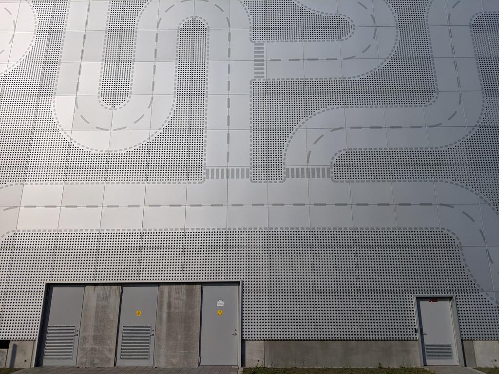 lego-hauptquartier-billund-parkhaus-platten-2019-zusammengebaut-andres-lehmann zusammengebaut.com