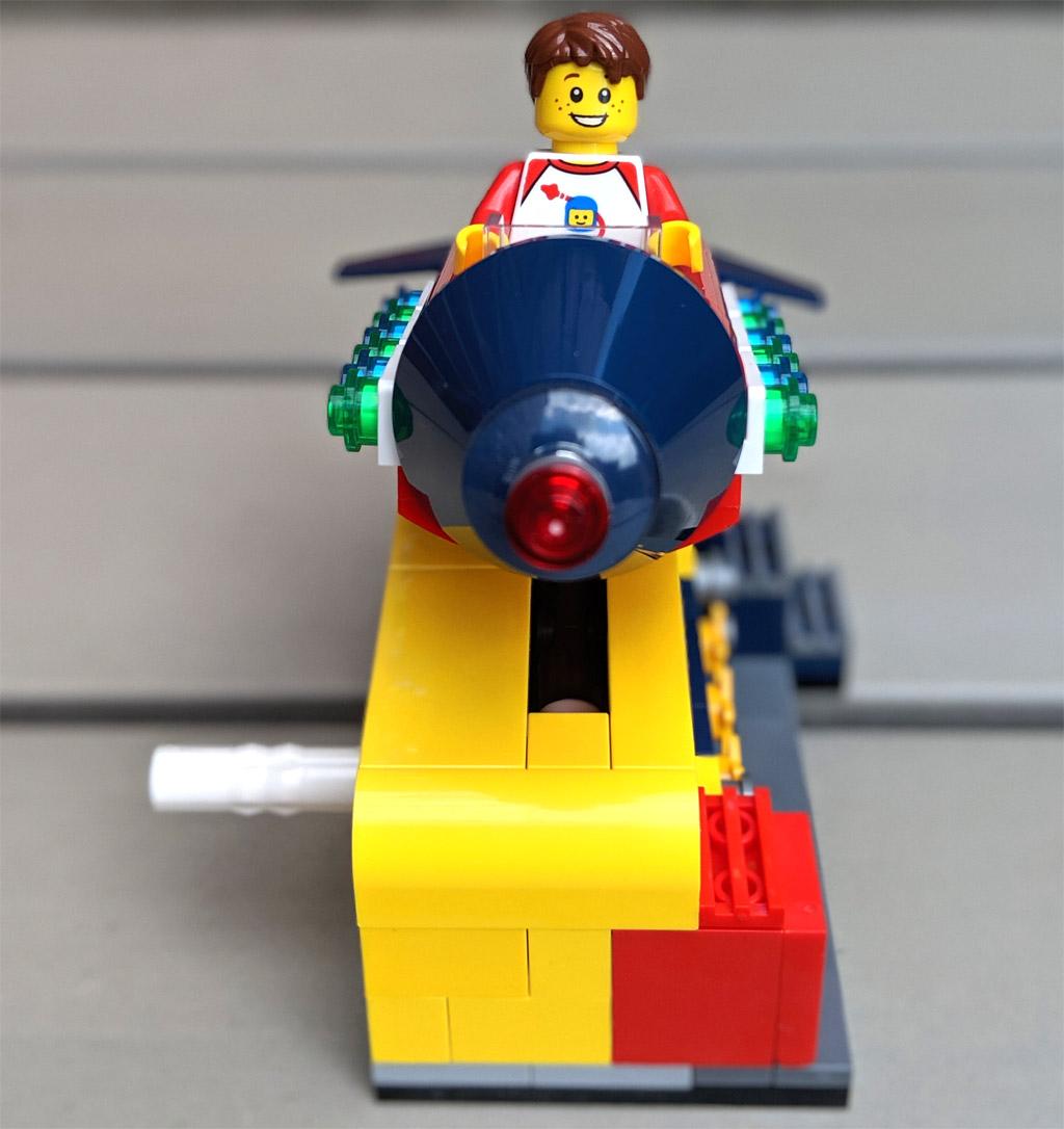 lego-ideas-weltraumrakete-40335-front-2019-zusammengebaut-andres-lehmann zusammengebaut.com
