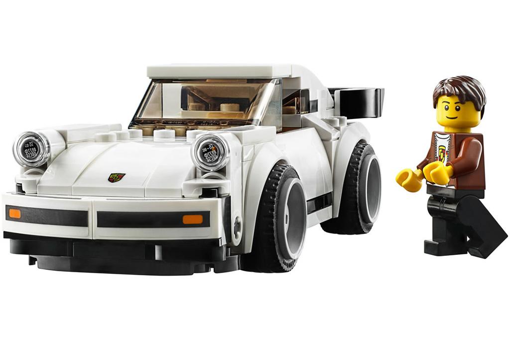 lego-speed-champions-75895-1974-porsche-911-turbo-3-2019-minifigur zusammengebaut.com