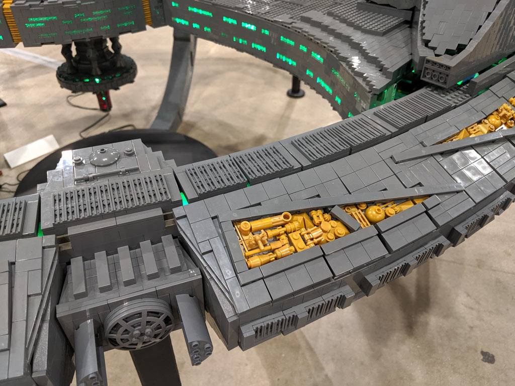 lego-star-trek-deep-sapce-9-adrian-drake-elemente-2019-zusammengebaut-john-hanlon zusammengebaut.com