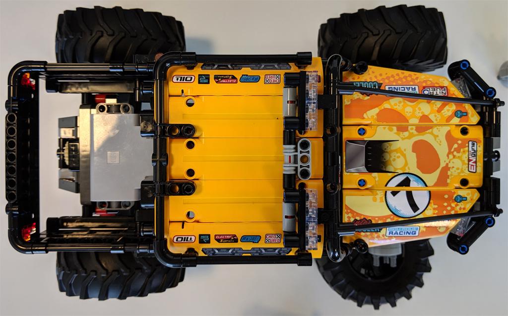 lego-technic-4×4-X-treme-off-roader-42099-draufsicht-oben-2019-zusammengebaut-andres-lehmann zusammengebaut.com