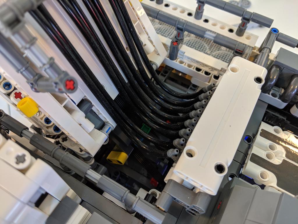 lego-technic-liebherr-r-9800-42100-details-2019-zusammengebaut-andres-lehmann zusammengebaut.com