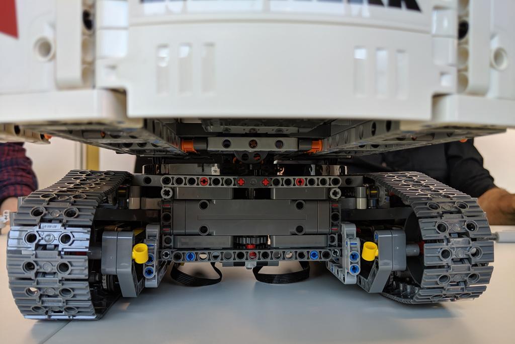 lego-technic-liebherr-r-9800-42100-heck-ansicht-2019-zusammengebaut-andres-lehmann zusammengebaut.com