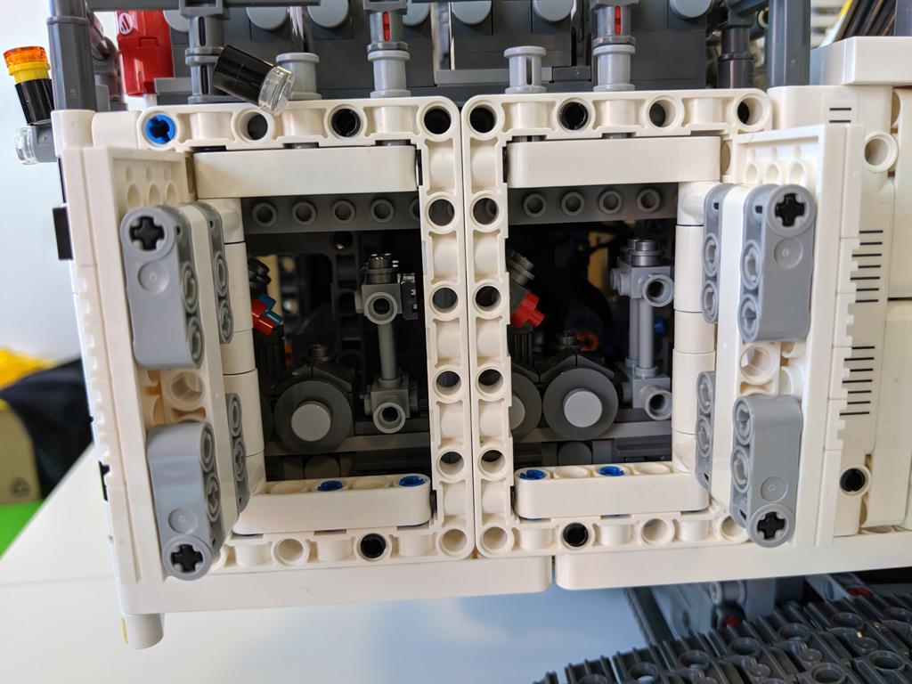 lego-technic-liebherr-r-9800-42100-innere-2019-zusammengebaut-andres-lehmann zusammengebaut.com