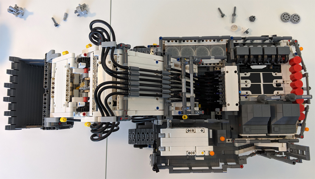 lego-technic-liebherr-r-9800-42100-oben-2019-zusammengebaut-andres-lehmann zusammengebaut.com