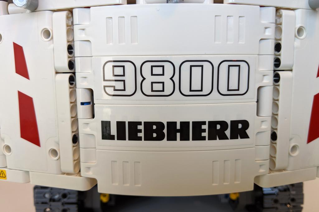 lego-technic-liebherr-r-9800-42100-rueckseite-2019-zusammengebaut-andres-lehmann zusammengebaut.com