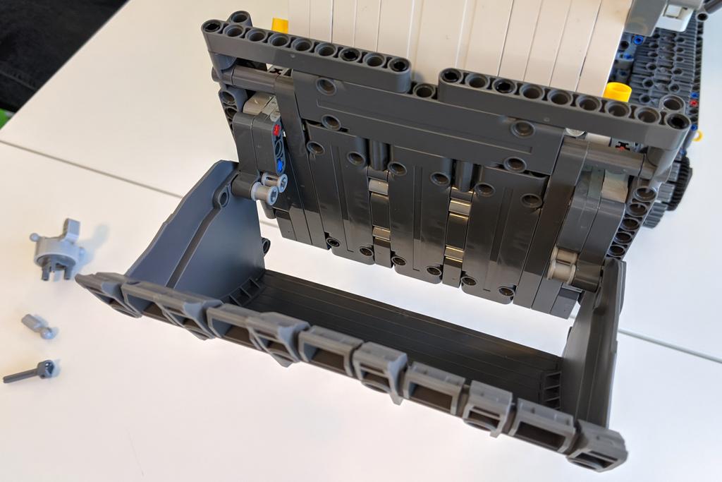 lego-technic-liebherr-r-9800-42100-schaufel-front-2019-zusammengebaut-andres-lehmann zusammengebaut.com