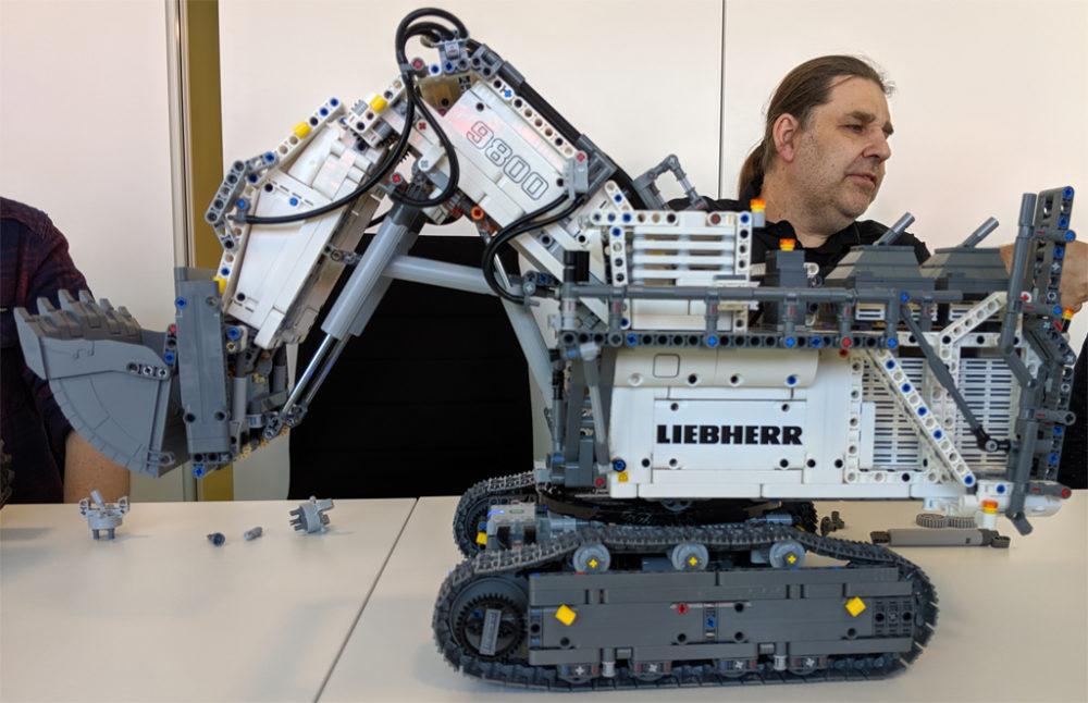 lego-technic-liebherr-r-9800-42100-seite-2019-zusammengebaut-andres-lehmann zusammengebaut.com