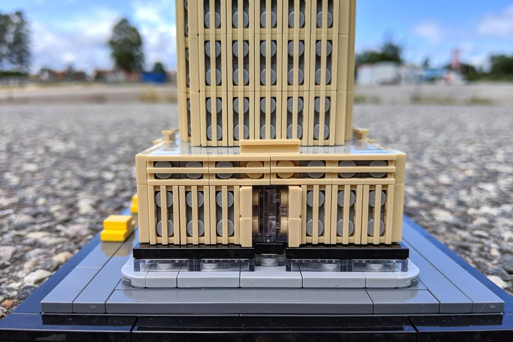 lego-architecture-empire-state-building-21046-eingang-2019-zusammengebaut-andres-lehmann zusammengebaut.com
