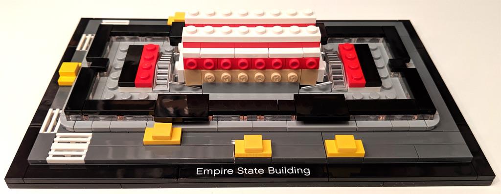 lego-architecture-empire-state-building-21046-eingang-zusammenbau-1-2019-zusammengebaut-andres-lehmann zusammengebaut.com