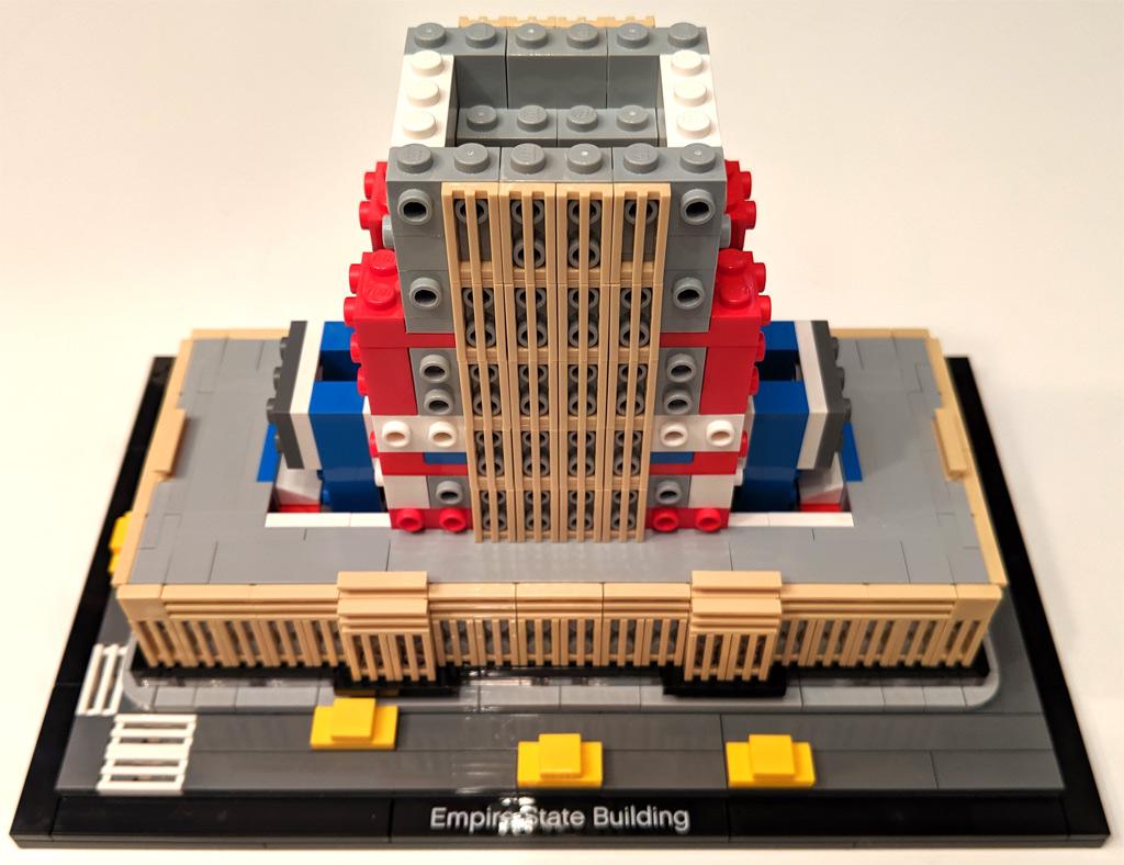 lego-architecture-empire-state-building-21046-eingang-zusammenbau-2-2019-zusammengebaut-andres-lehmann zusammengebaut.com