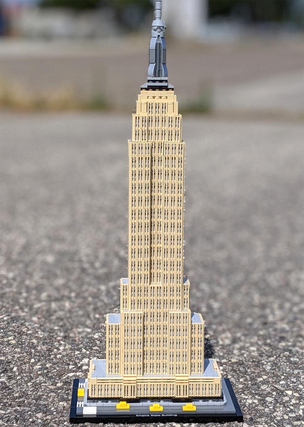 lego-architecture-empire-state-building-21046-front-sonne-2019-zusammengebaut-andres-lehmann zusammengebaut.com