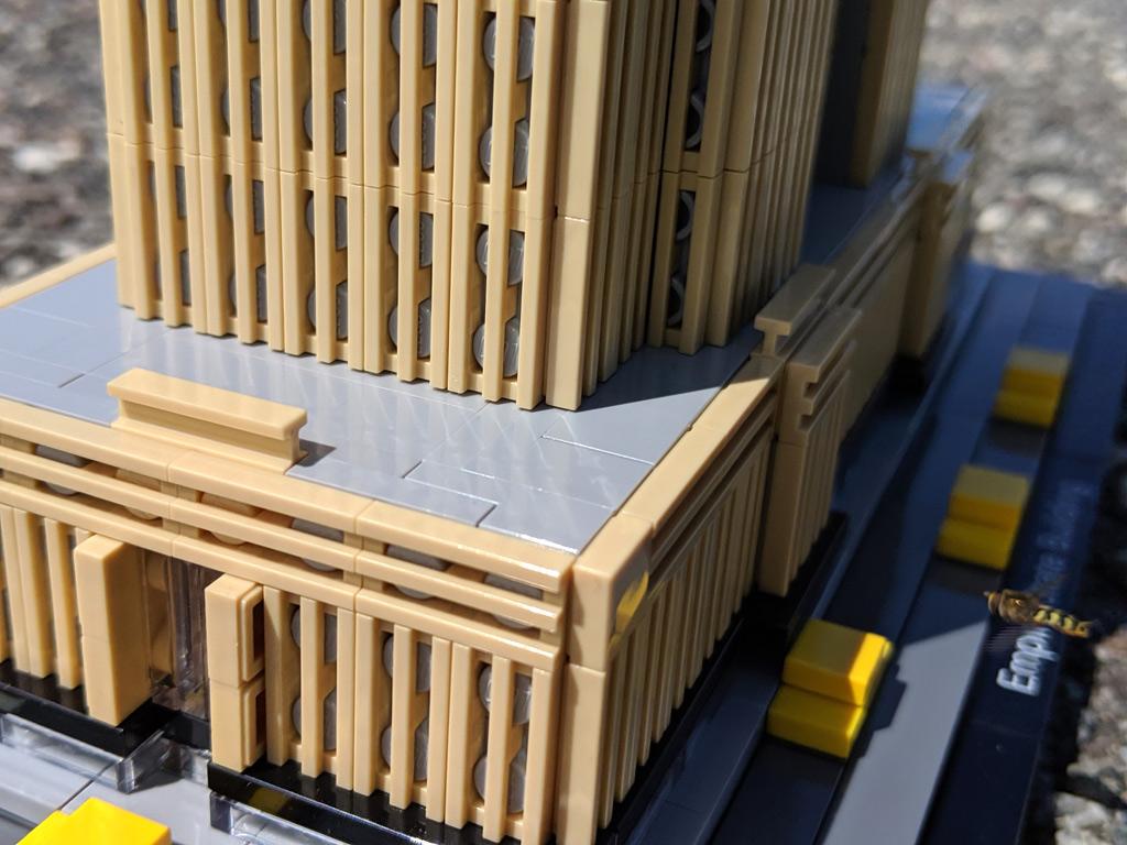 lego-architecture-empire-state-building-21046-grillfliesen-2019-zusammengebaut-andres-lehmann zusammengebaut.com