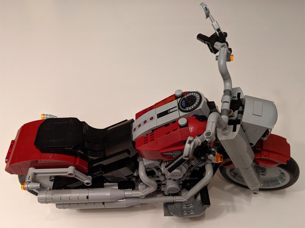 lego-creator-expert-harley-davidson-fat-boy-10269-bauabschnitt-4-2019-zusammengebaut-andres-lehmann zusammengebaut.com