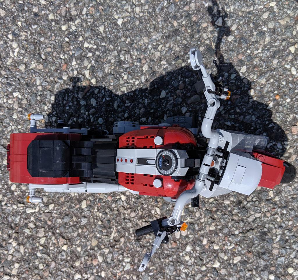 lego-creator-expert-harley-davidson-fat-boy-10269-draufsicht-2019-zusammengebaut-andres-lehmann zusammengebaut.com