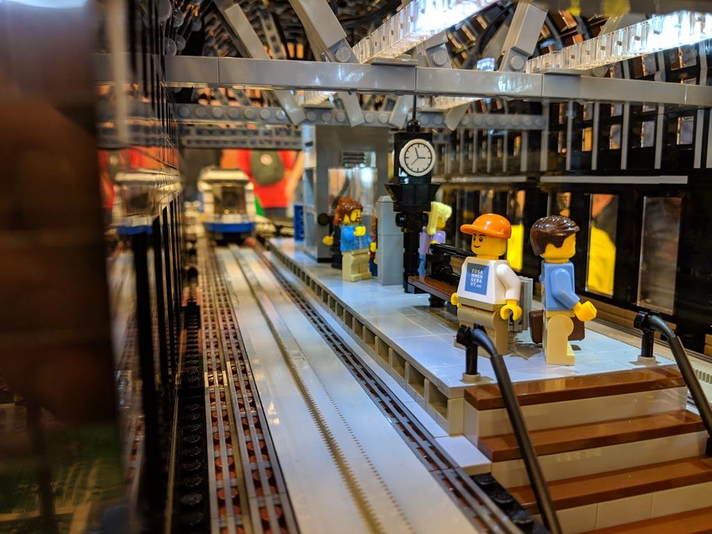 lego-u-bahnhof-baumwall-u3-haltestelle-monorail-modell-bahnsteig-2019-zusammengebaut-andres-lehmann zusammengebaut.com