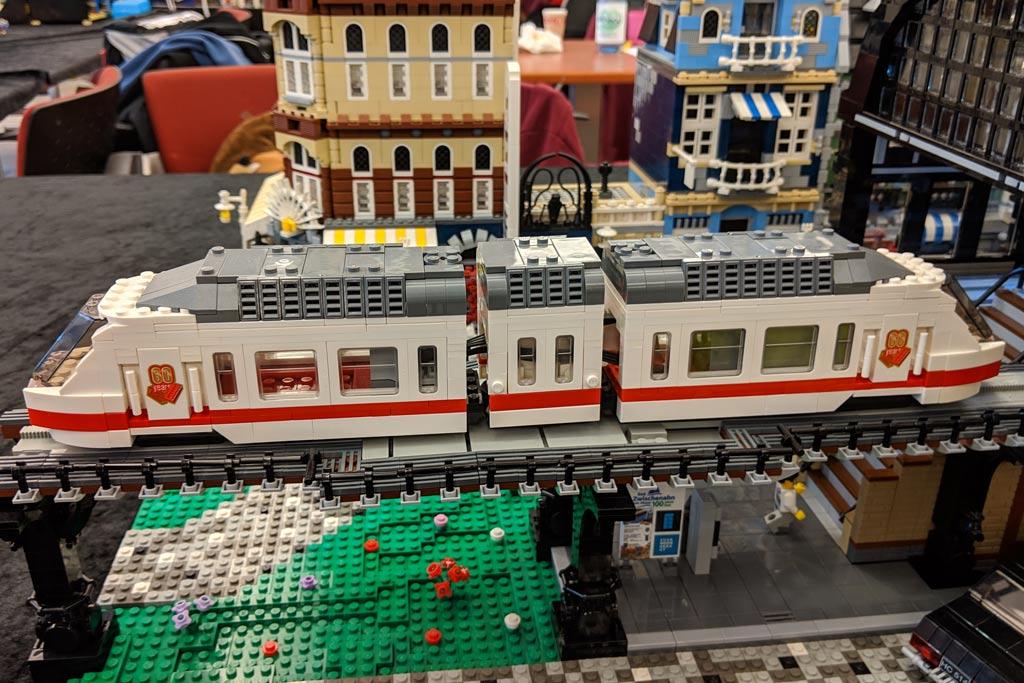 lego-u-bahnhof-baumwall-u3-haltestelle-monorail-modell-zug-2019-zusammengebaut-andres-lehmann zusammengebaut.com