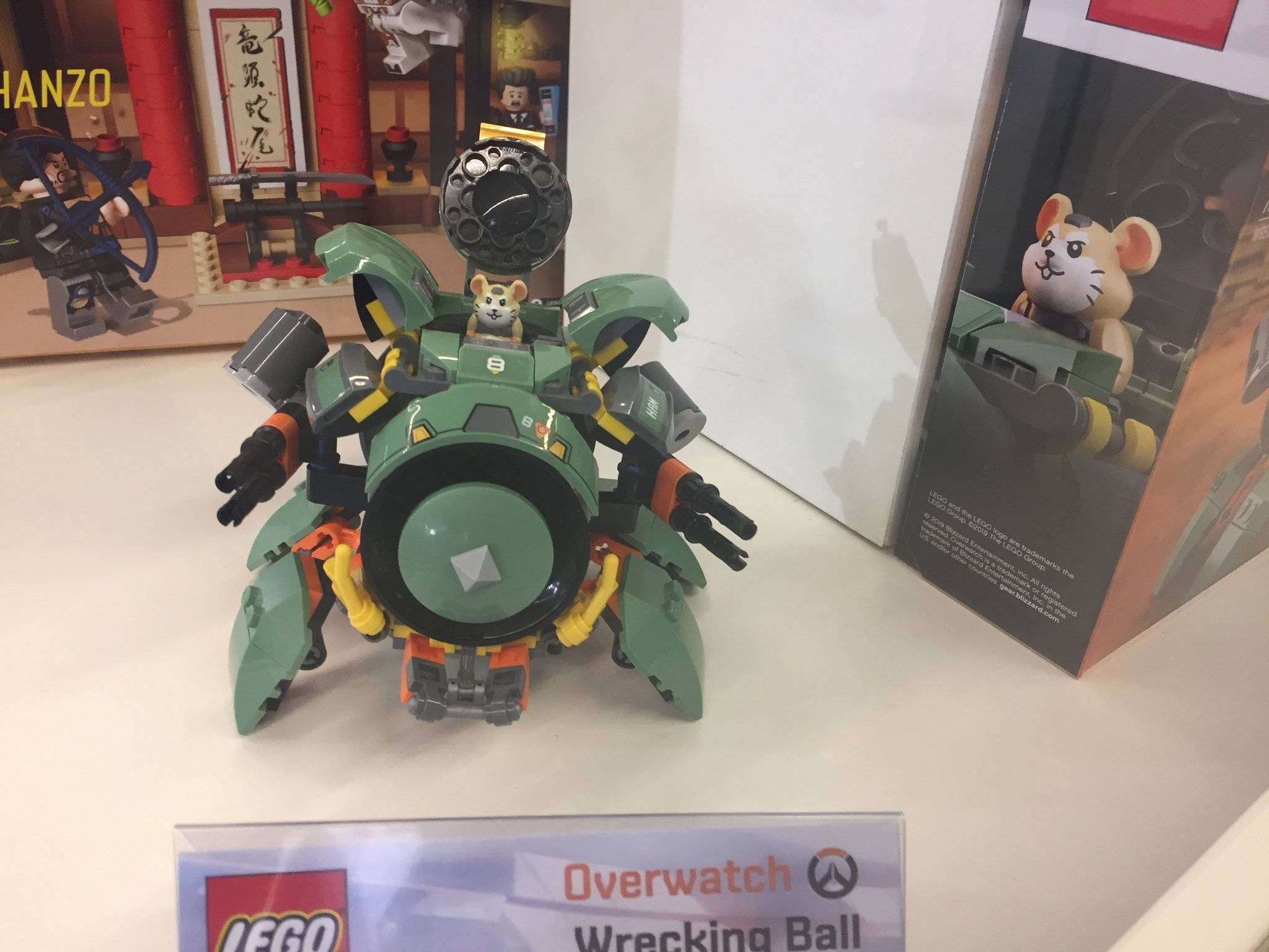 gamescom_lego_overwatch_wrecking_ball zusammengebaut.com