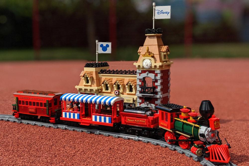 lego-disney-train-and-station-zug-und-bahnhof-71044-2019-zusammengebaut-andres-lehmann zusammengebaut.com