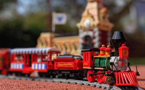 lego-disney-train-and-station-zug-und-bahnhof-71044-lok-2019-zusammengebaut-andres-lehmann zusammengebaut.com
