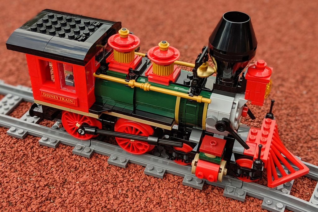 lego-disney-train-and-station-zug-und-bahnhof-71044-lokomotive-2019-zusammengebaut-andres-lehmann zusammengebaut.com