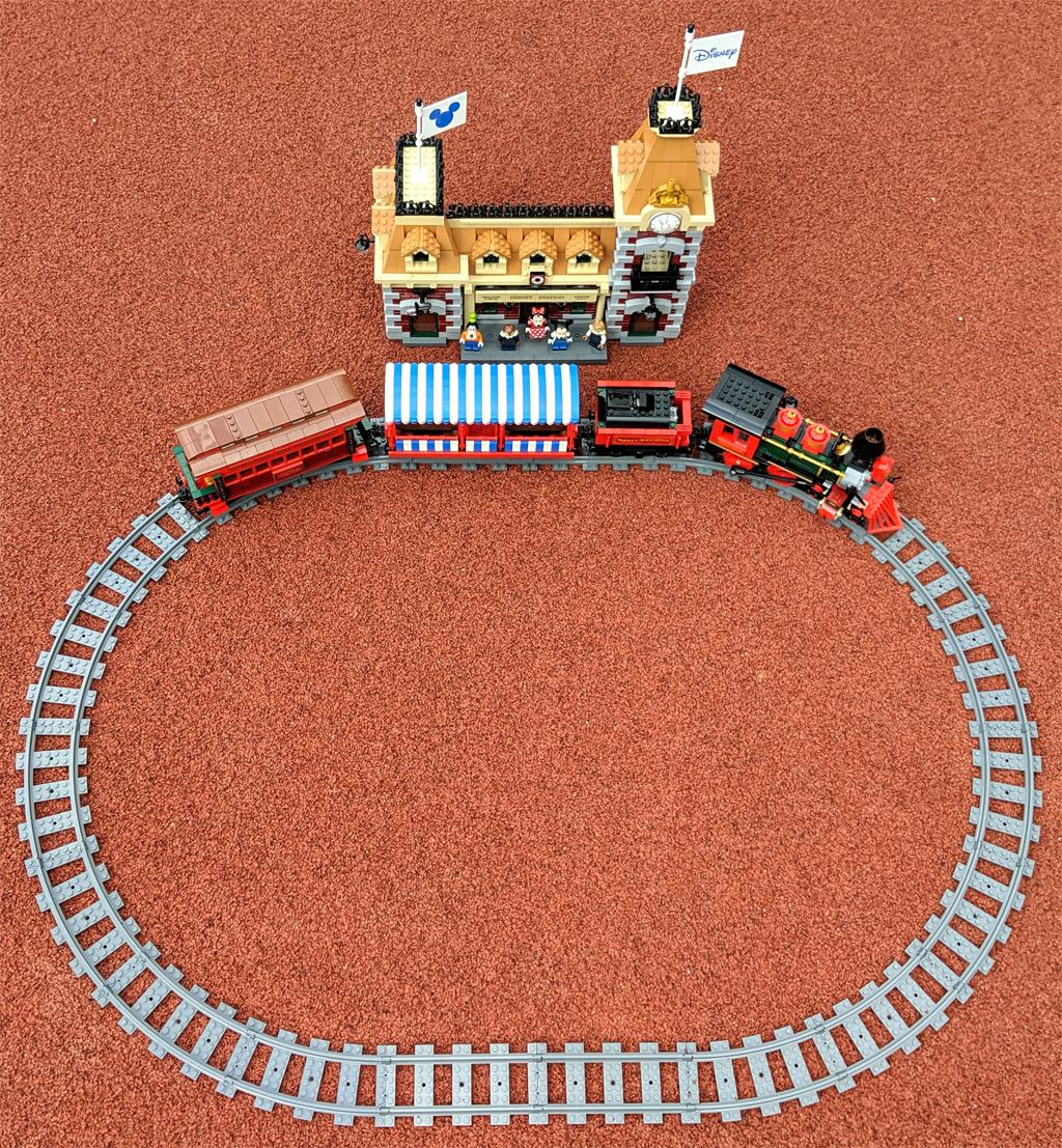 lego-disney-train-and-station-zug-und-bahnhof-71044-loop-inhalt-2019-zusammengebaut-andres-lehmann zusammengebaut.com