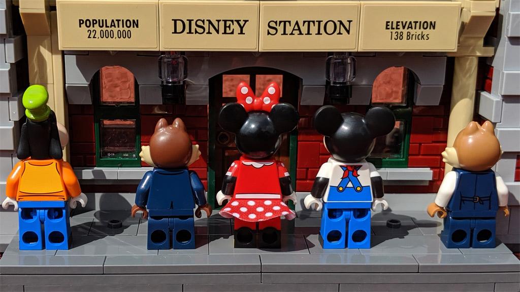 lego-disney-train-and-station-zug-und-bahnhof-71044-minifiguren-rueckseite-2019-zusammengebaut-andres-lehmann zusammengebaut.com