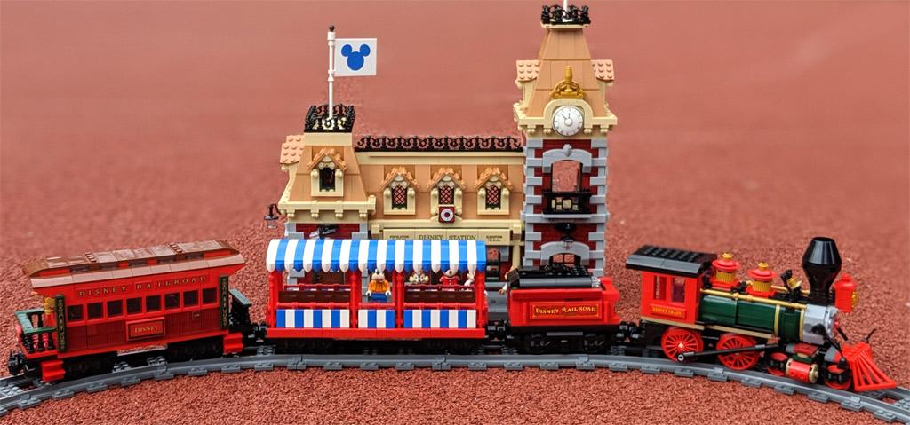 lego-disney-train-and-station-zug-und-bahnhof-71044-seite-komplett-2019-zusammengebaut-andres-lehmann zusammengebaut.com